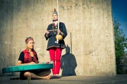 Kanteletar por flamenco: Zäpämmät, vas. Marjo Smolander ja Pauliina Kauppila, kuva Sini Suomi.