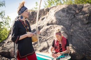 Kanteletar por flamenco: Zäpämmät, vas. Pauliina Kauppila ja Marjo Smolander, kuva Sini Suomi.
